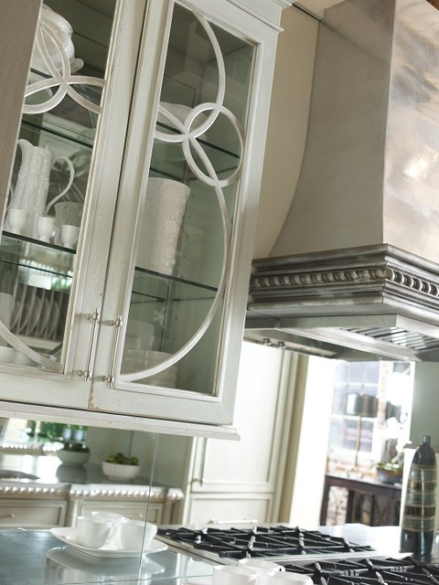 """Now Trending: """"Shimmering Surfaces"""" traditional-kitchen"""