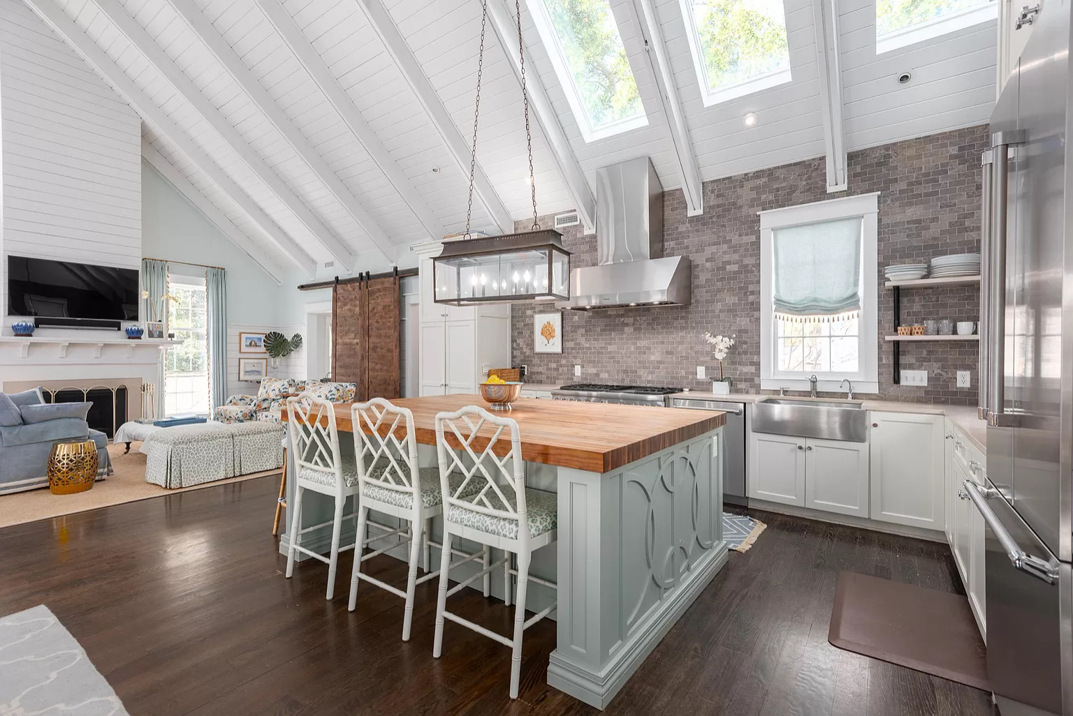 28 Beautiful Vaulted Ceiling Kitchen Pictures & Ideas - September
