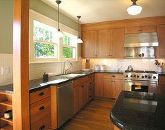 NW CRAFTSMAN traditional kitchen