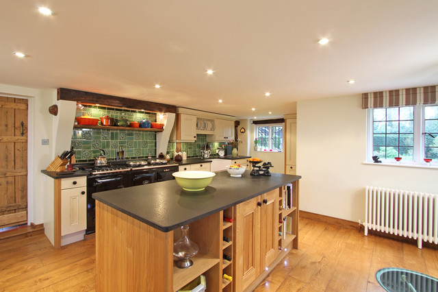 Oak and Cream Painted Kitchen traditional-kitchen