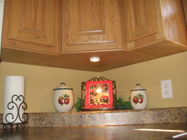 Oak Country Kitchen - Traditional - Kitchen - nashville - by Procraft Woodoworks