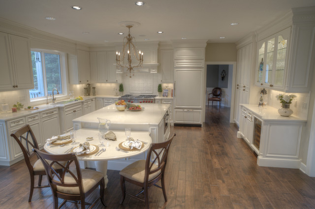 Oak Hills traditional-kitchen