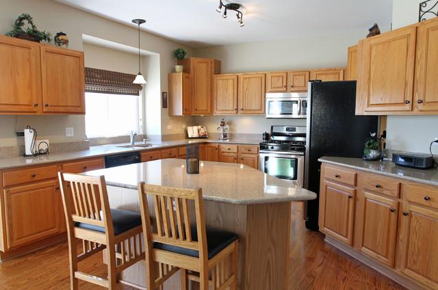 Oak Kitchens Traditional Kitchen Chicago by The Terri & Kieron Team