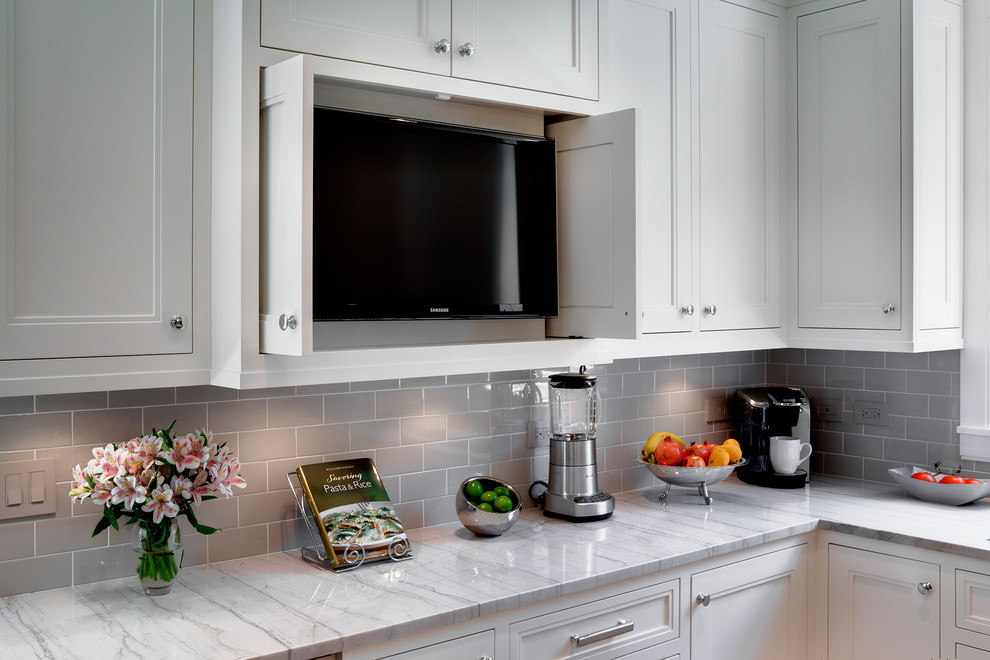 Example of a classic kitchen design in Chicago with subway tile backsplash and quartzite countertops