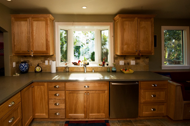 Oakland Farmhouse Kitchen Bay Window At Sink Traditional