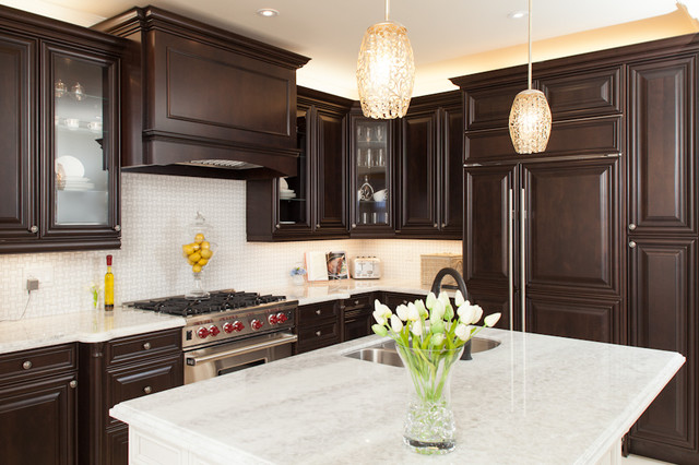 OAKVILLE, Canada  Traditional  Kitchen  Toronto  by AVA INTERIOR