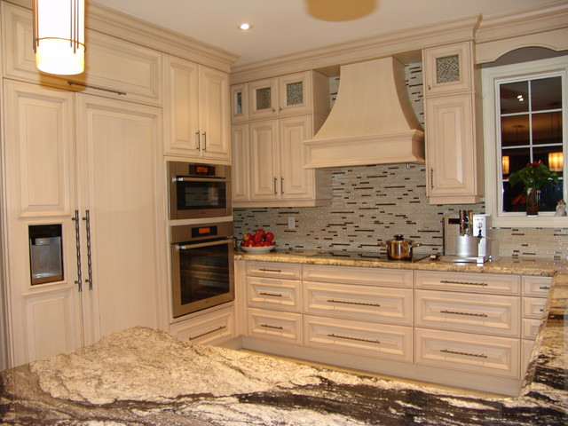 Oakville Residence Traditional Kitchen Toronto By Roma Kitchens Design Centre
