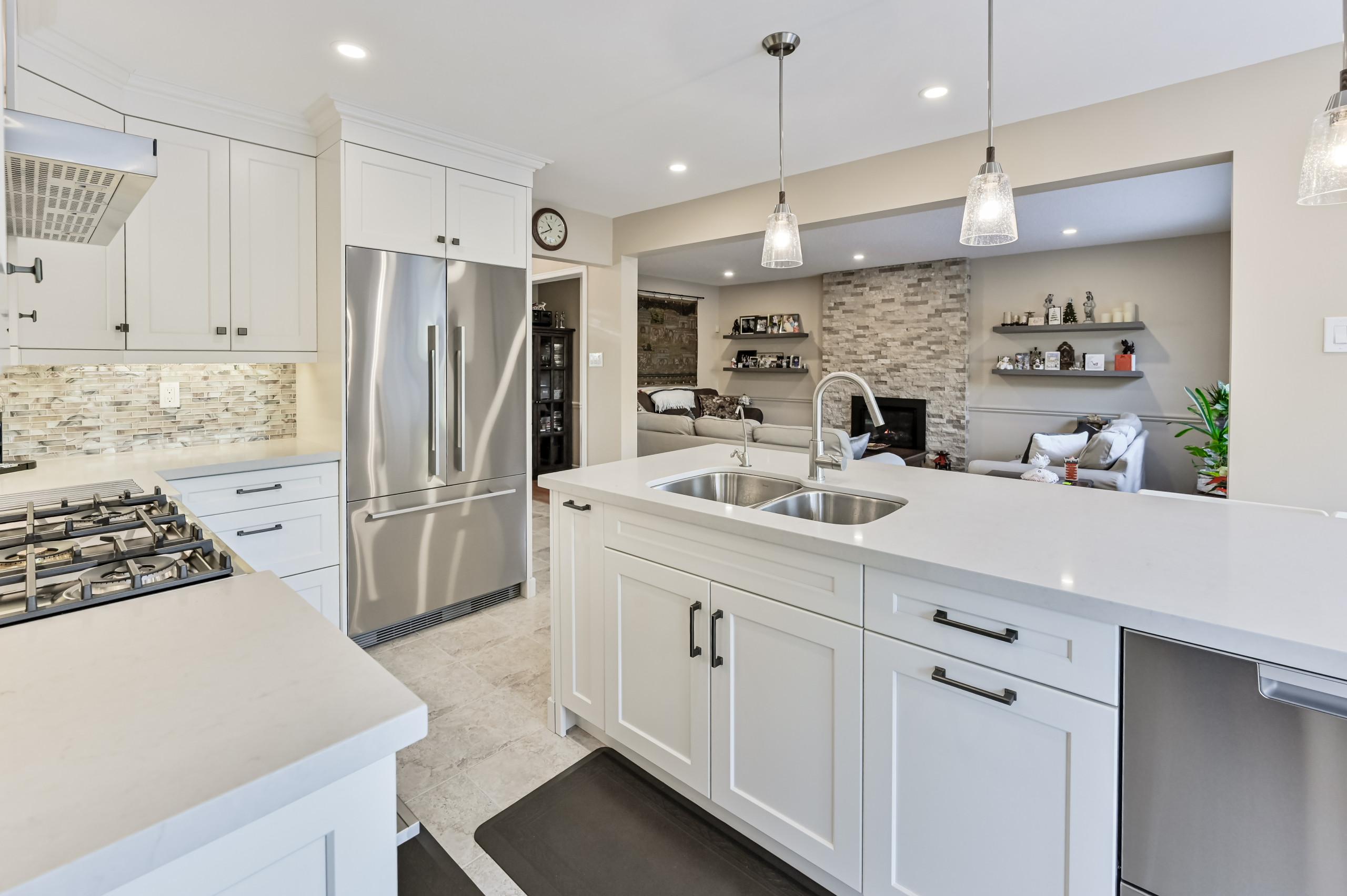 Oakville transitional kitchen