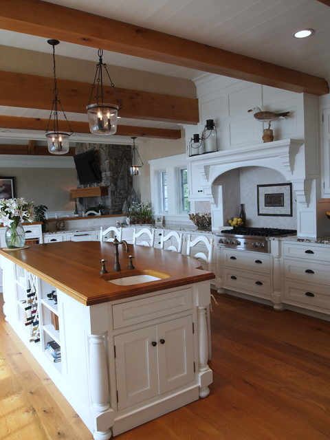 Oceanfront Spectacular traditional kitchen