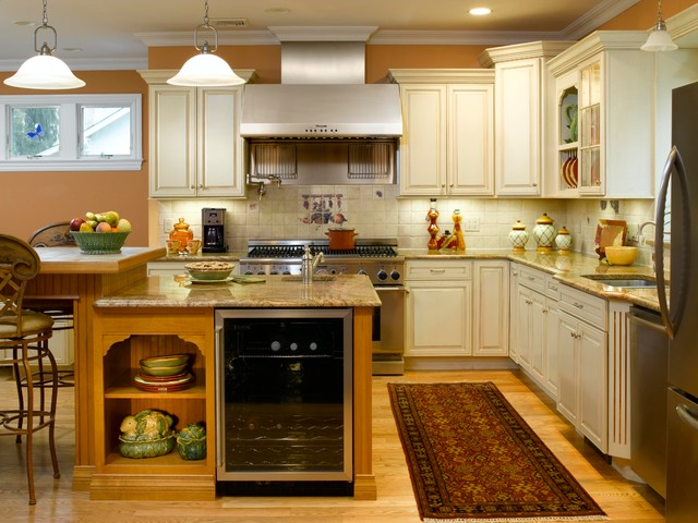Off white kitchen cabinets with contrasting island for Images of off white kitchen cabinets
