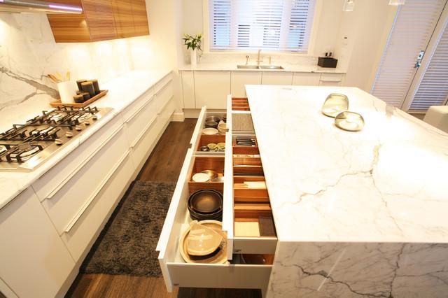OH Custom 16 modern-kitchen