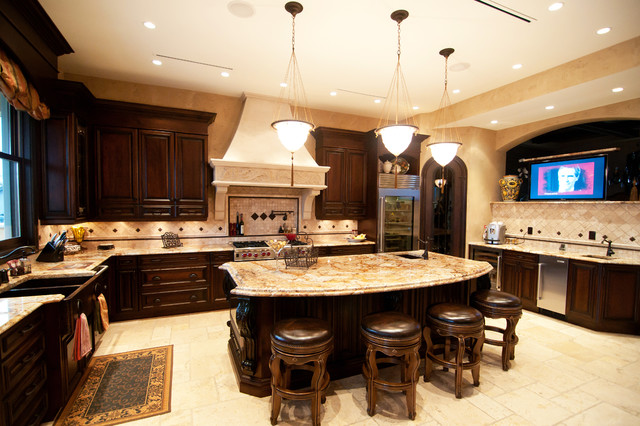 traditional kitchen by Hi-Design Custom Cabinetry