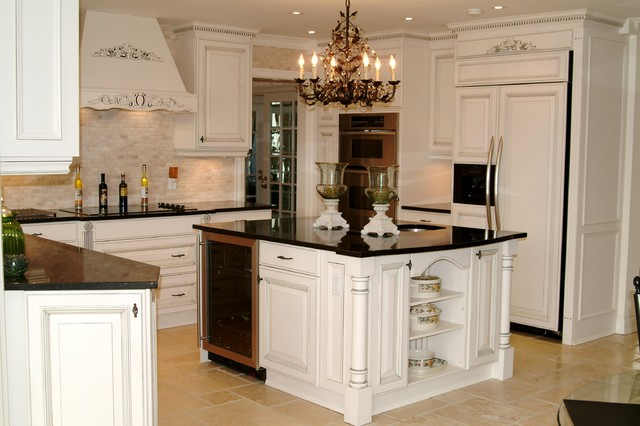Old World Meets New World Traditional Kitchen Toronto By Designs By Allie
