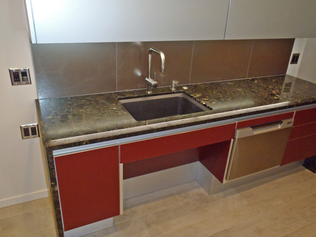 Open area under sink for seating or wheelchair access - Contemporary ...
