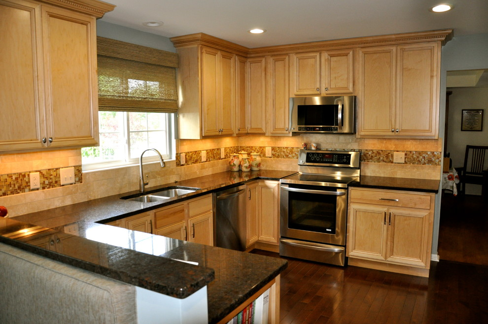 Example of a mid-sized transitional single-wall dark wood floor eat-in kitchen design in Cincinnati with an undermount sink, shaker cabinets, light wood cabinets, granite countertops, beige backsplash, mosaic tile backsplash and stainless steel appliances