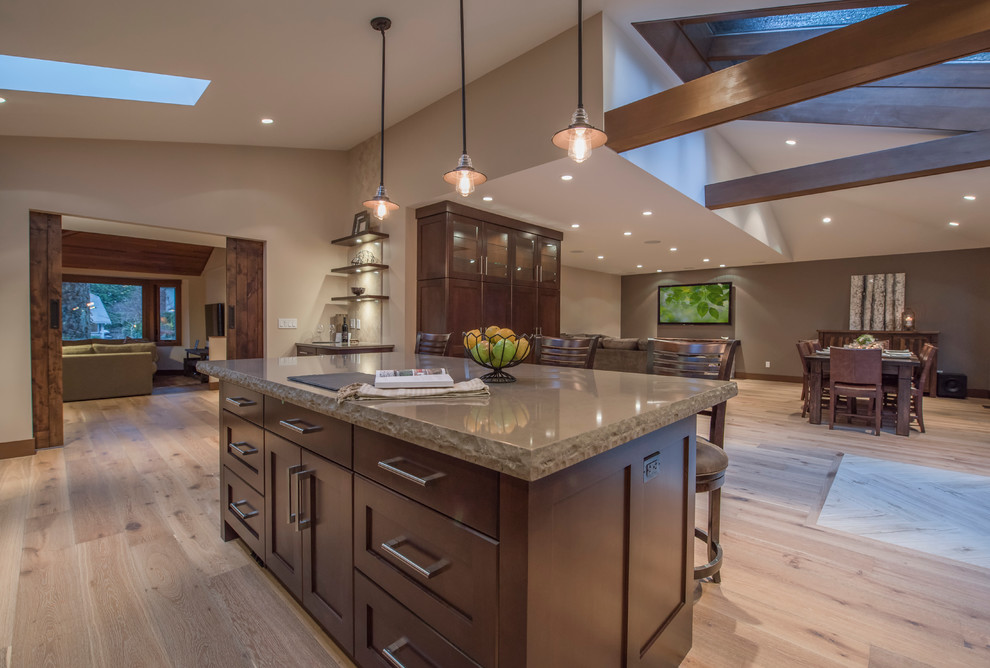 Open Concept Floor Plan With Vaulted Ceilings - Unique ...