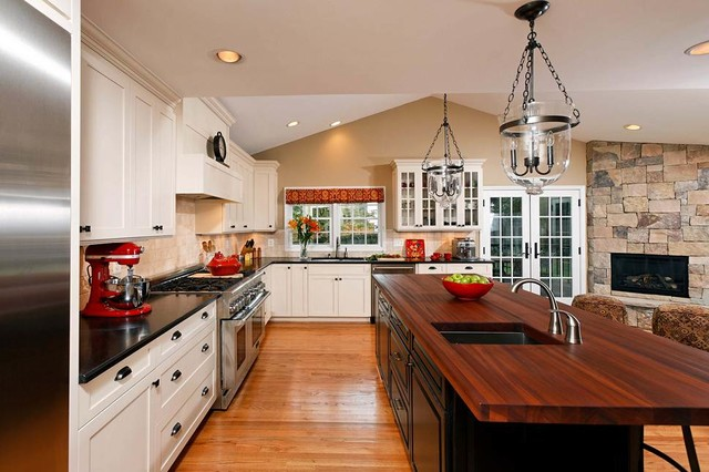 Open concept kitchen dining room addition becomes hearth - Houzz cocinas ...