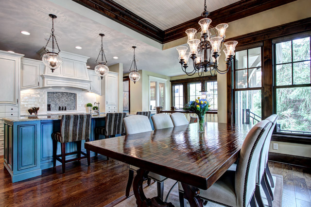 Open floor plan kitchen and dining room traditional for Traditional open floor plans