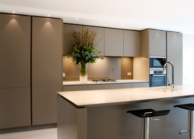 Open plan handleless kitchen contemporary kitchen for Modern kitchen london