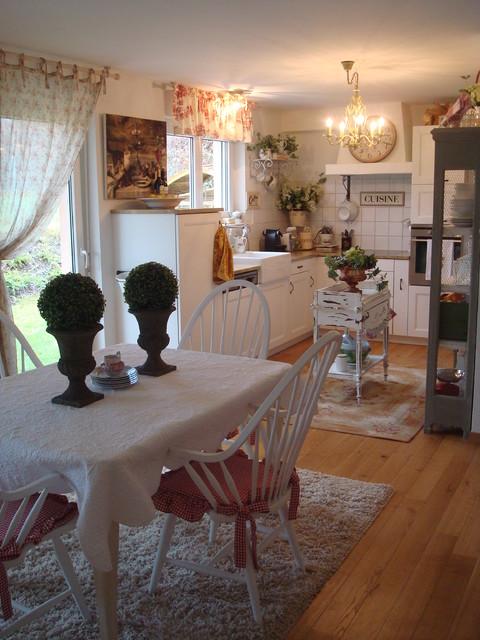 Open plan kitchen, dining, livingroom farmhouse-kitchen