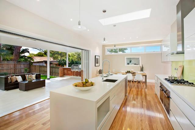 Heritage conservation large extension moderne for Kitchen design 5m x 6m