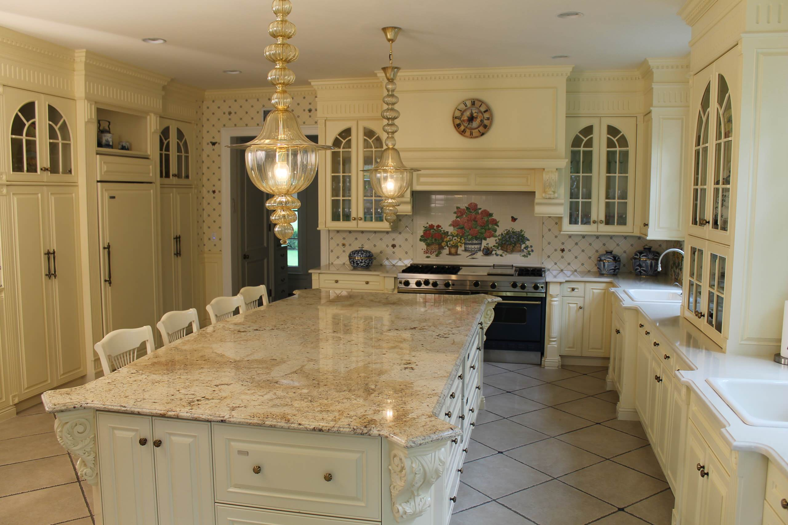 Open Traditional Kitchen Lawrence, NY Home