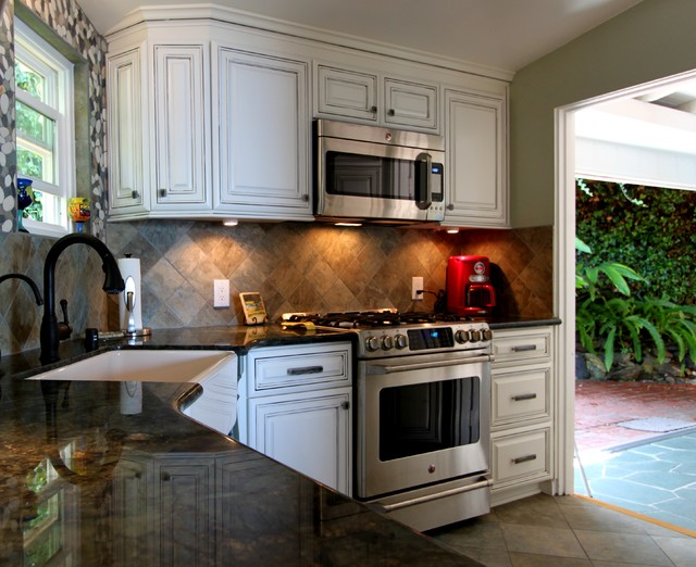 Cabinetry  Traditional  Kitchen  orange county  by Mr Cabinet Care