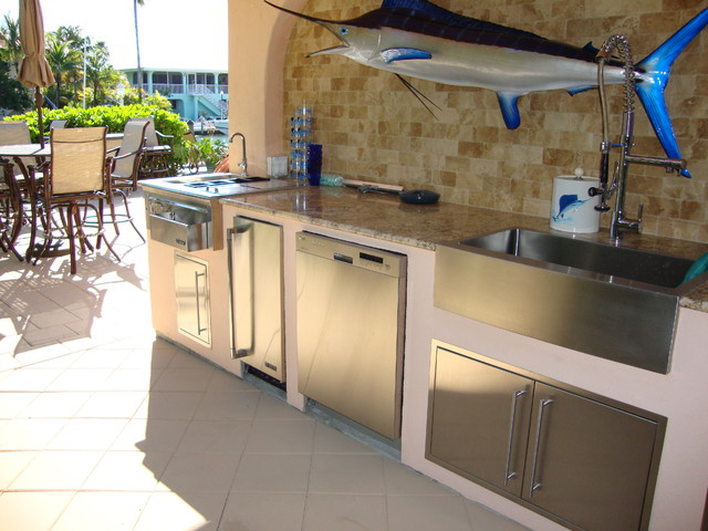 Outdoor kitchen grill traditional kitchen miami for Outdoor kitchen ideas houzz