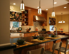 Overall traditional kitchen
