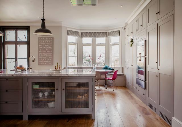oxford family house landhausstil k che hampshire von johnston parke interiors. Black Bedroom Furniture Sets. Home Design Ideas
