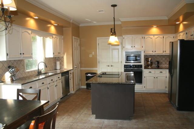 Paint and glaze oak kitchen cabinets traditional for Renew old kitchen cabinets