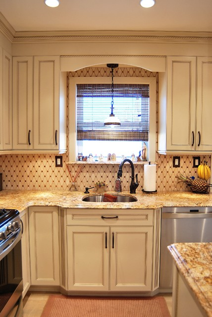 Painted Cabinets With Rope Detail Traditional Kitchen New York By Independent Kitchen