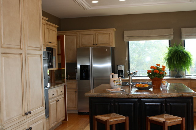 Painted, glazed and distressed kitchen cabinets ...