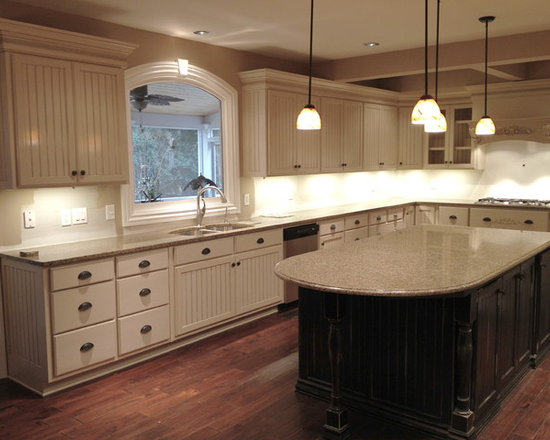 Large Traditional Cabinet Finish Distressed Kitchen Design ...