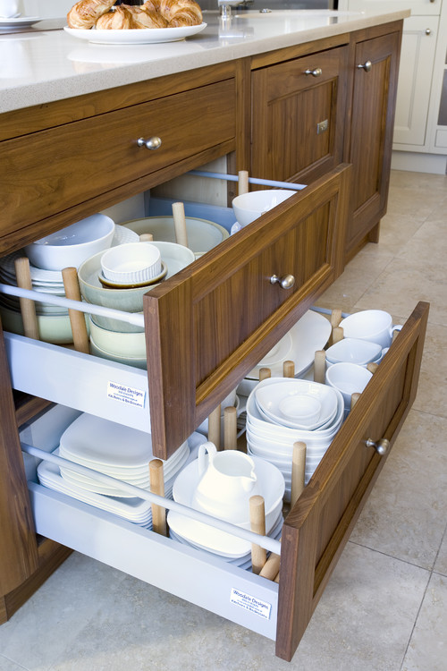 how to store dinnerware