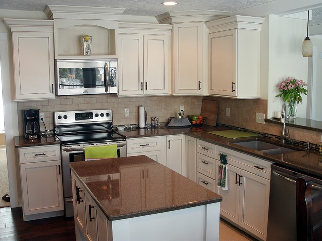 Painted white cabinets traditional kitchen omaha for Kitchen cabinets houzz