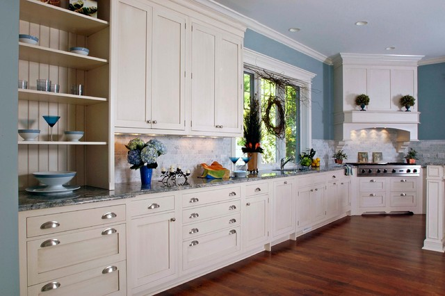 Lovely Example Of A Huge Classic U Shaped Medium Tone Wood Floor Enclosed Kitchen  Design In