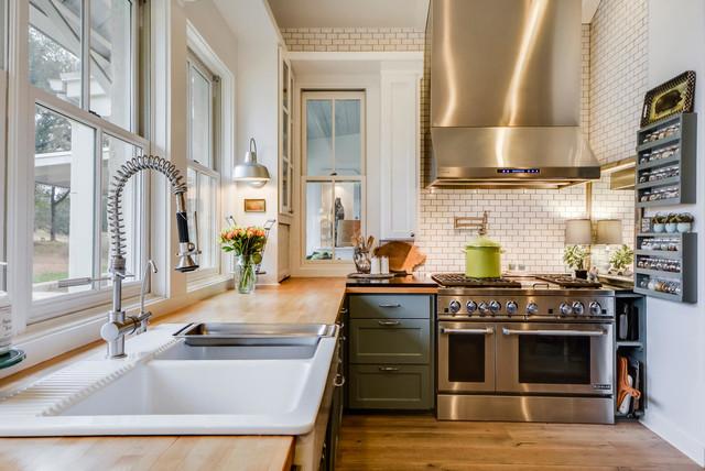 Paleface ranch in campagna cucina austin di van for Cucina in stile ranch