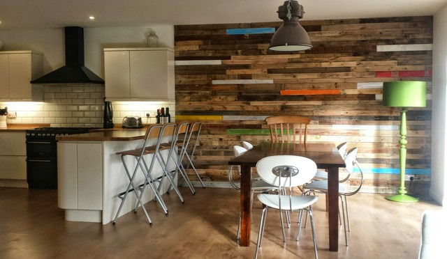 Superieur Pallet Wood Feature Wall Contemporary Kitchen