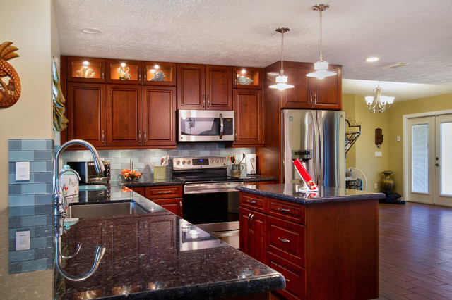 Palm City - Traditional - Kitchen - Miami - by Four Walls ...