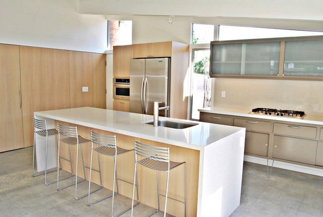 Palm Springs Mid Century Modern Kitchen And Island In Rift ...