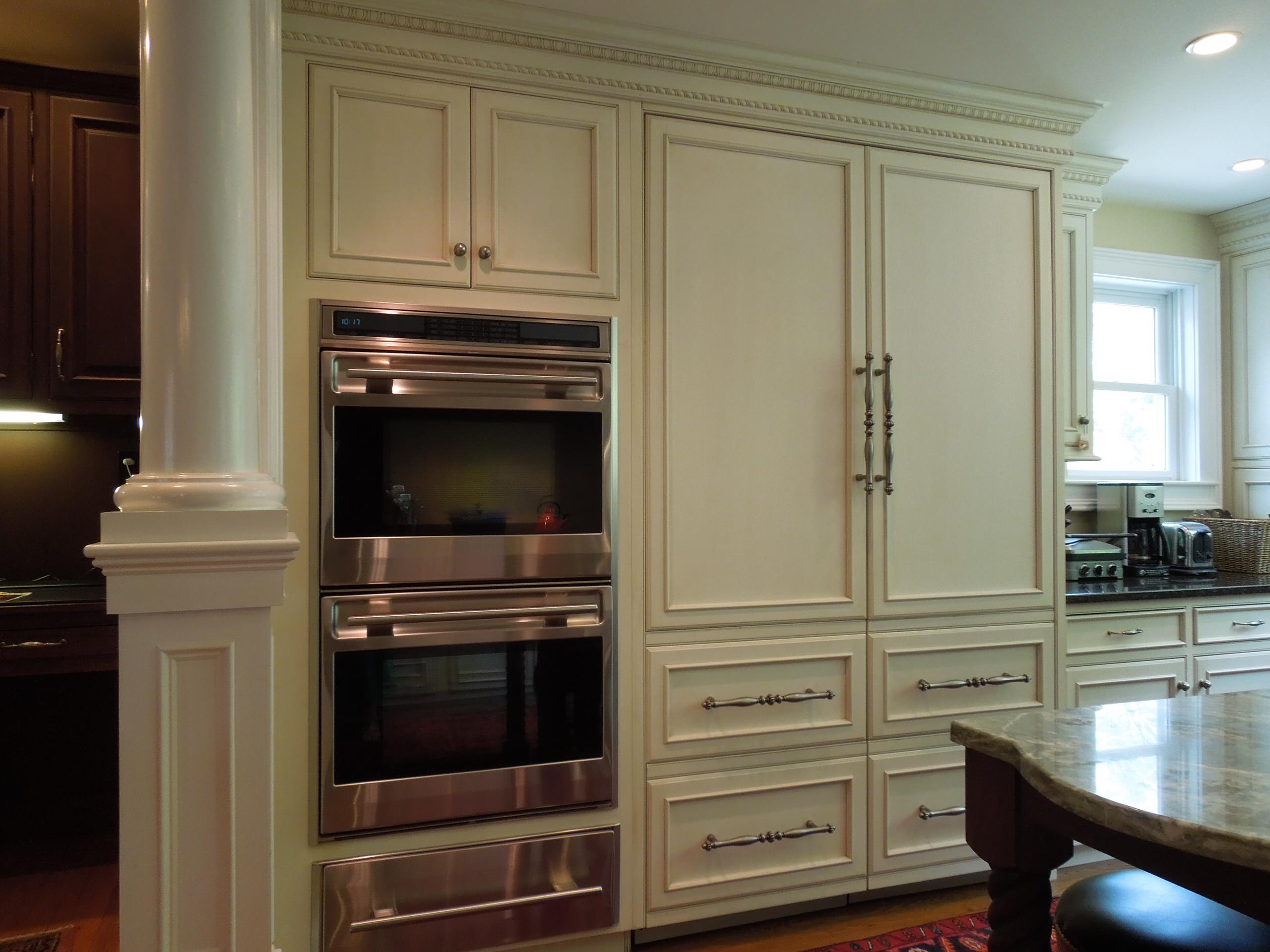 Paneled appliances and moulding...