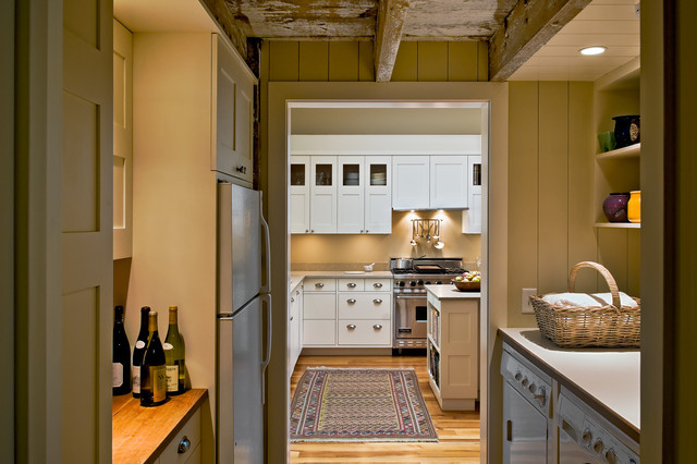 Farmhouse Kitchen Idea In Portland Maine With Stainless Steel Liances