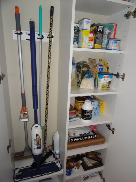 Good Pantry/Broom Closet Traditional Kitchen