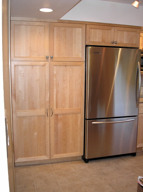 Pantry cabinets and refrigerator for Kitchen pantry cabinet