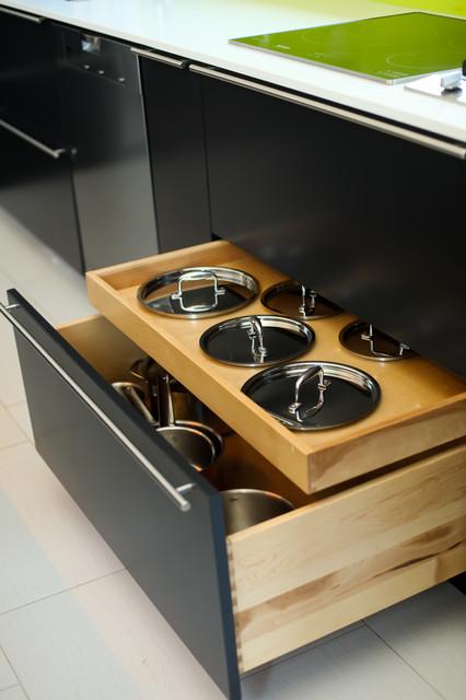 ... Kitchens - Contemporary - Kitchen - toronto - by Paragon Kitchens