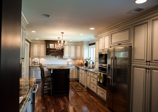 PARISIENNE FLAIR IN BUCKS COUNTY traditional-kitchen