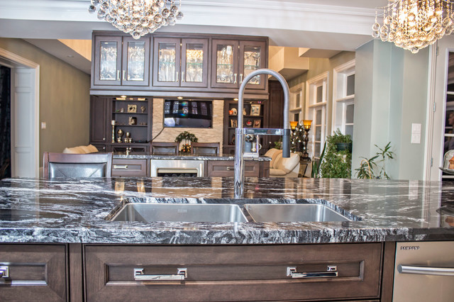 Parklawn & Lakershore Res - Toronto, ON traditional-kitchen