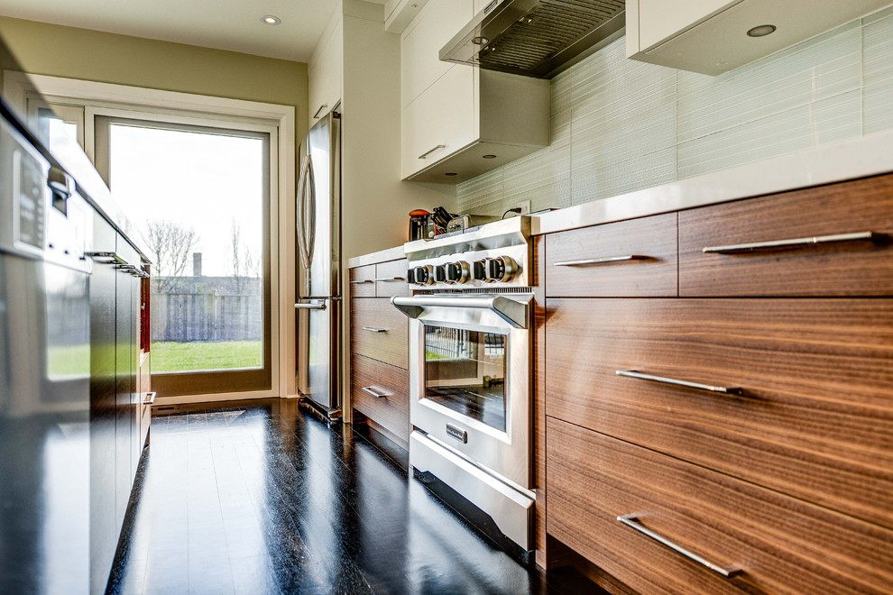 Inspiration for a contemporary kitchen remodel in Toronto