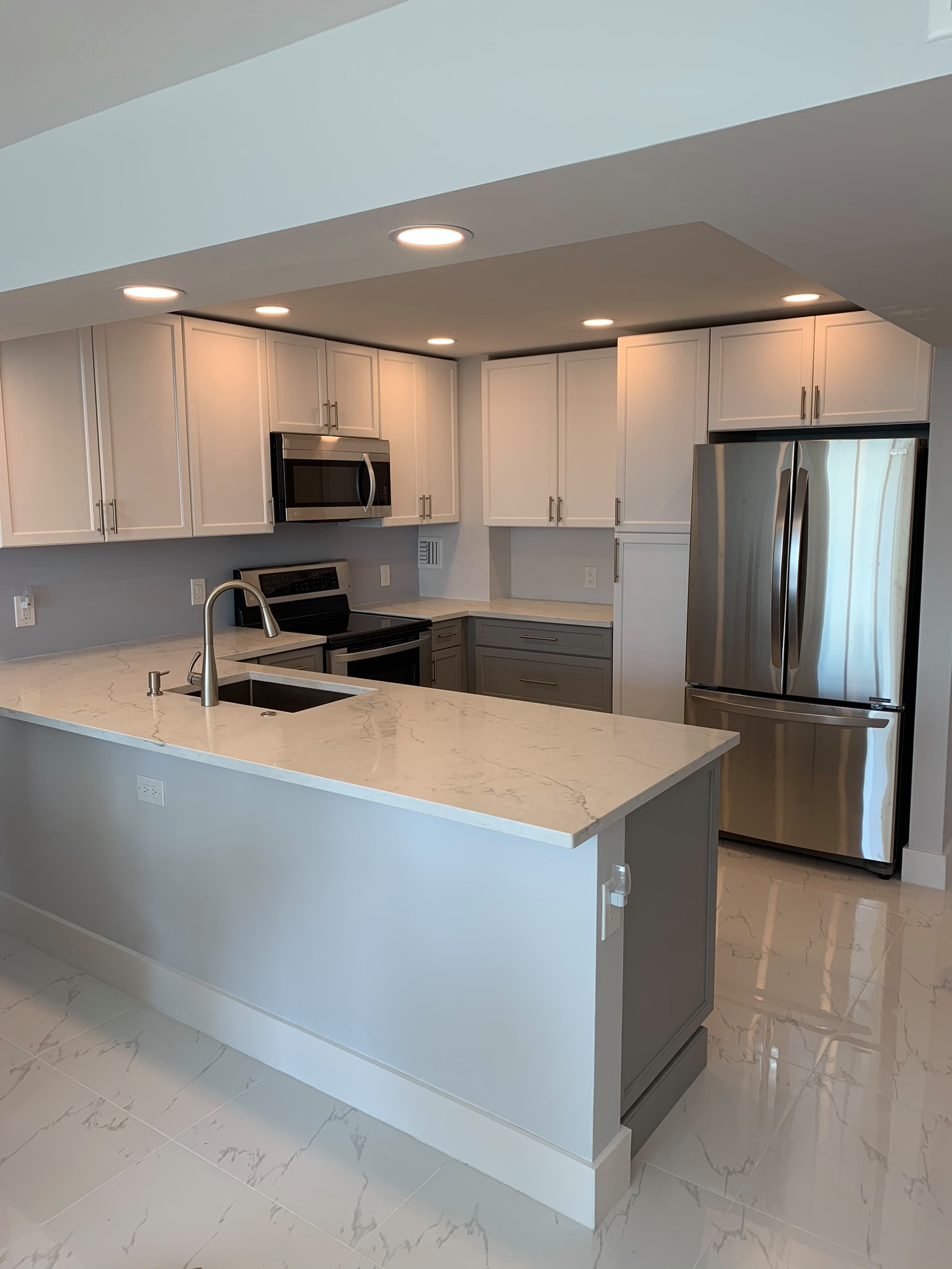 75 Beautiful Modern Marble Floor Kitchen Pictures Ideas January 2021 Houzz